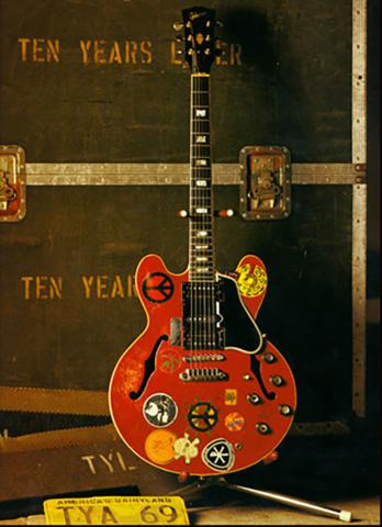 ES-335 guitar